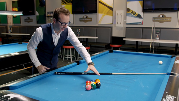 Florian looks at the 9 ball rack to identify any gaps between the balls